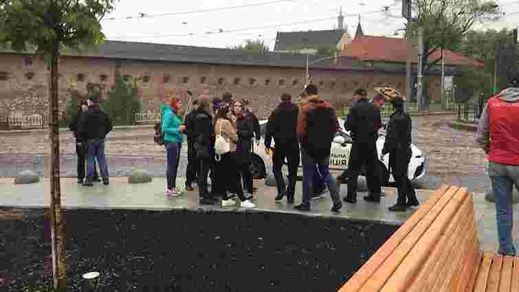 Поліція затримала у центрі Львова групу молодиків, що скандували нацистські гасла