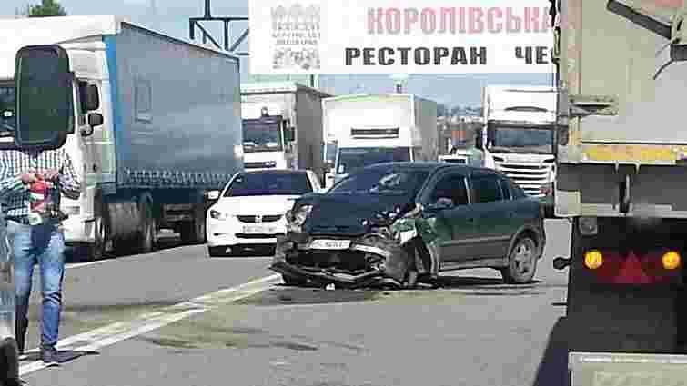 У ДТП на трасі Київ-Чоп постраждали четверо людей