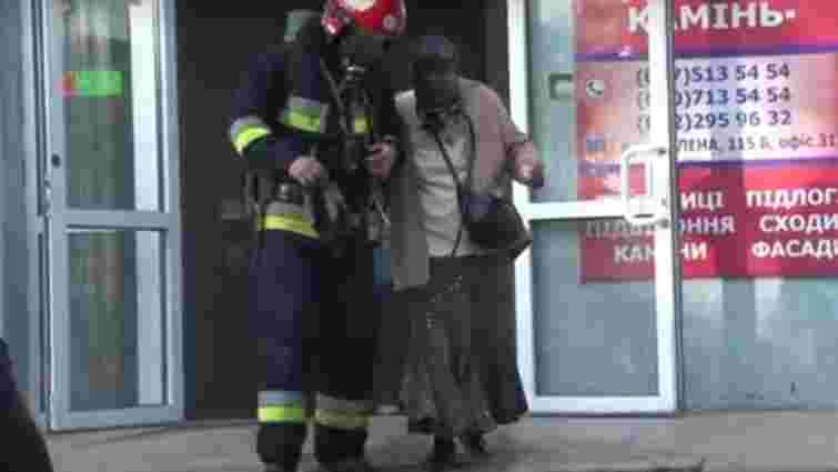 Через пожежу в офісі у Львові рятувальники евакуювали 25 осіб