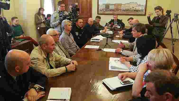 Після засідання комісії з надзвичайних ситуацій посадовців львівської мерії викликали на допит