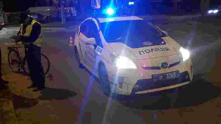 Львівські патрульні оштрафували велосипедиста за рух по дорозі