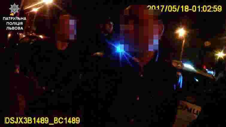 У Львові таксисти хотіли вчинити самосуд щодо хулігана, який побив одного з них