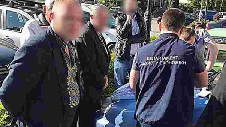 В Івано-Франківську на хабарі ₴18 тис. затримали  чиновника Держпраці