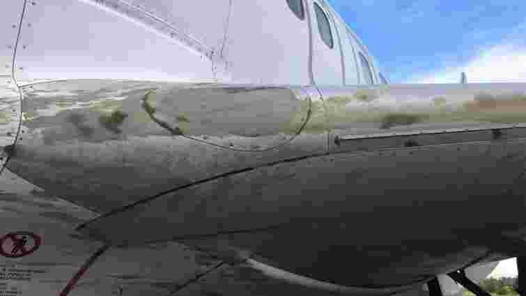 Літак МАУ загруз у незастиглому бетоні в Запорізькому аеропорту