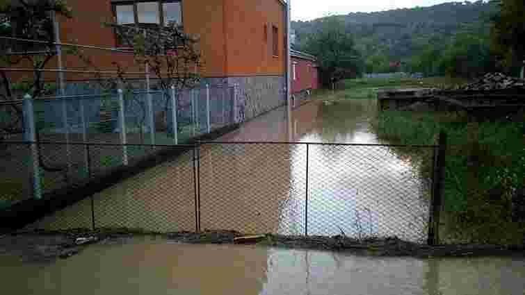 На Закарпатті через сильну зливу підтоплено 10 приватних будинків і 100 присадибних ділянок