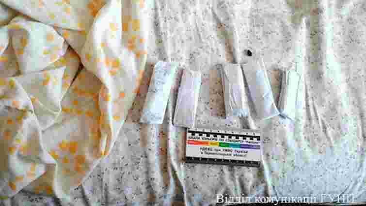 На Тернопільщині вчителька молодших класів організувала наркобізнес