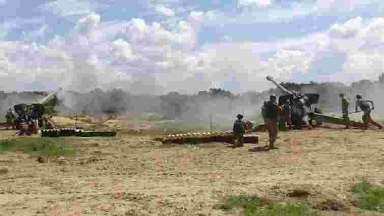 На Львівщині курсанти і резервісти виконували стрільби з бойової гармати