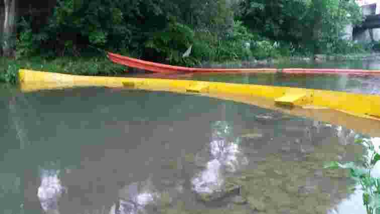 У карпатській річці виявили маслянисті плями