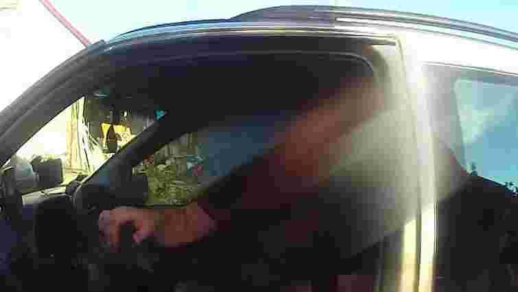 У Львові п'яний водій стріляв зі зброї по інших машинах