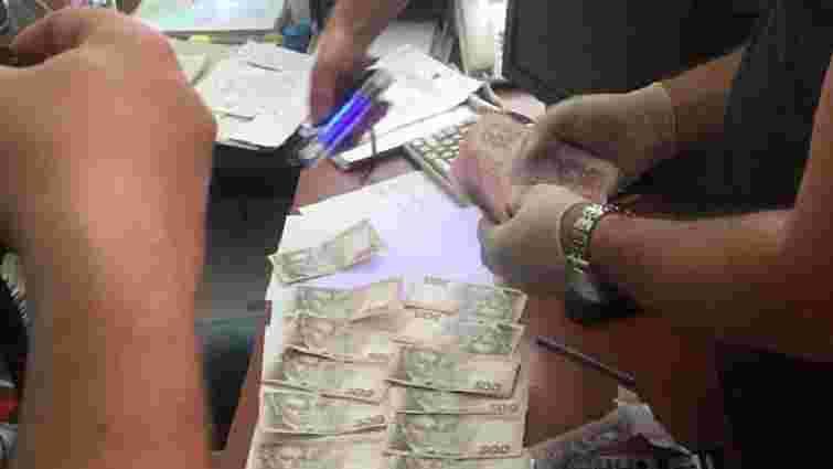 На хабарі в $15 тис. затримали двох керівників наукового закладу академії аграрних наук