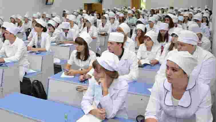 Студентів-медиків звільнили від обов'язкового відпрацювання після вишу