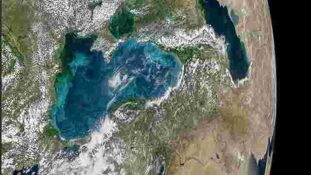 NASA показало з космосу Чорне море під час цвітіння планктону