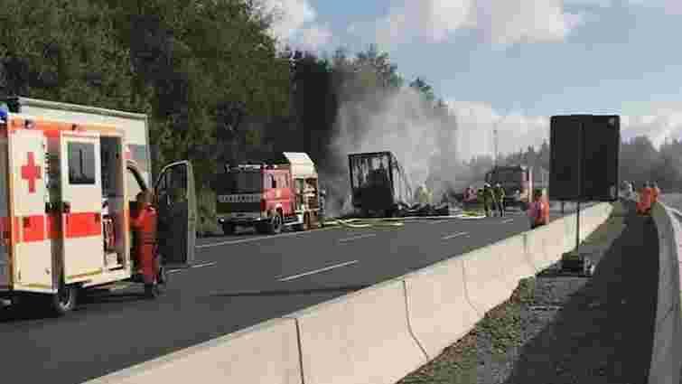 У Баварії автобус із туристами потрапив у ДТП та загорівся