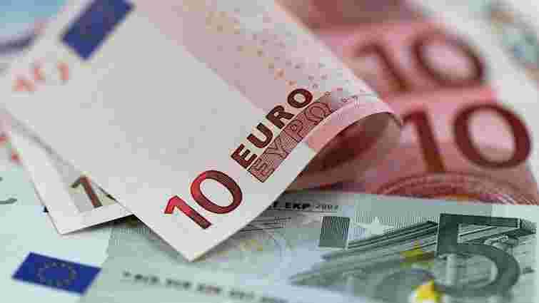 Українцям дозволили перераховувати валюту за кордон на підставі е-ліцензій