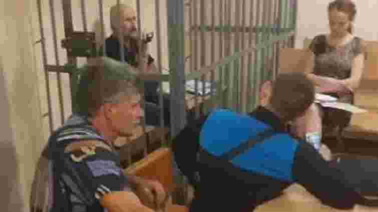 У Кривому Розі чоловік забарикадувався в клітці в приміщенні суду