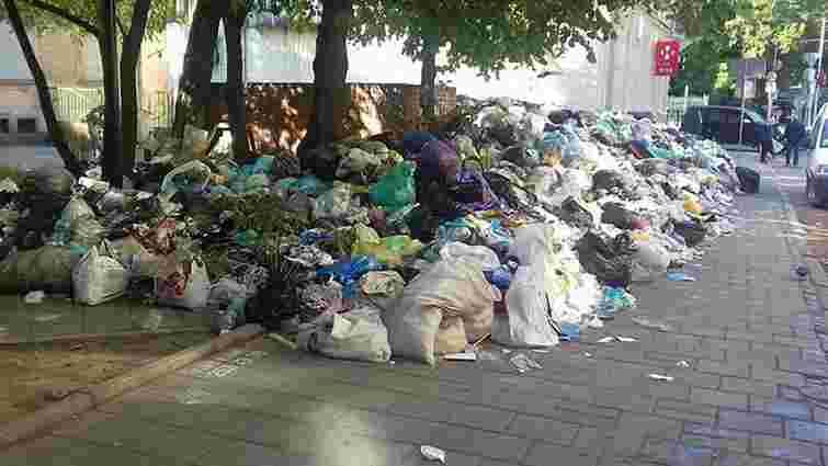ЛОДА почала укладати договори на вивезення сміття за межі області