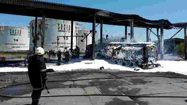 Внаслідок масштабної пожежі на нафтобазі під Одесою постраждали двоє людей
