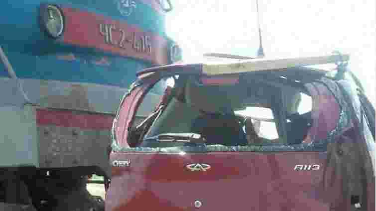 Внаслідок зіткнення поїзда з автомобілем у Запорізькій області загинули троє людей