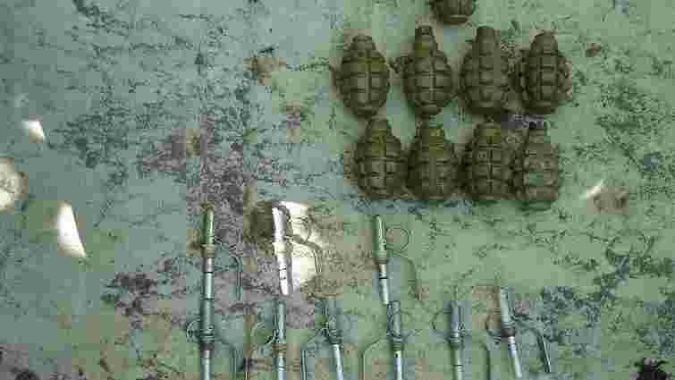 22-річний львів'янин сховав у парку 9 гранат Ф1