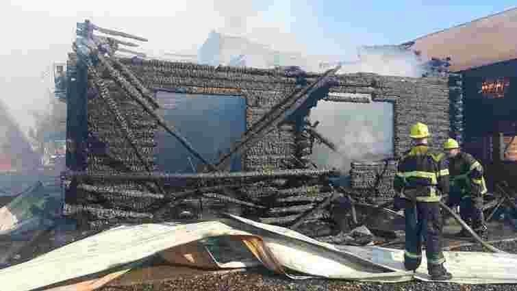 У Солотвино згоріли три будинки турбази, де відпочивали 70 гостей