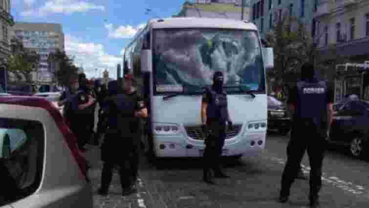 У Києві біля одного з посольств поліція затримала групу провокаторів