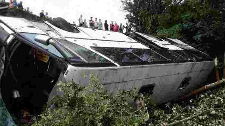 На Тернопільщині автобус з туристами потрапив в ДТП, одна жінка загинула