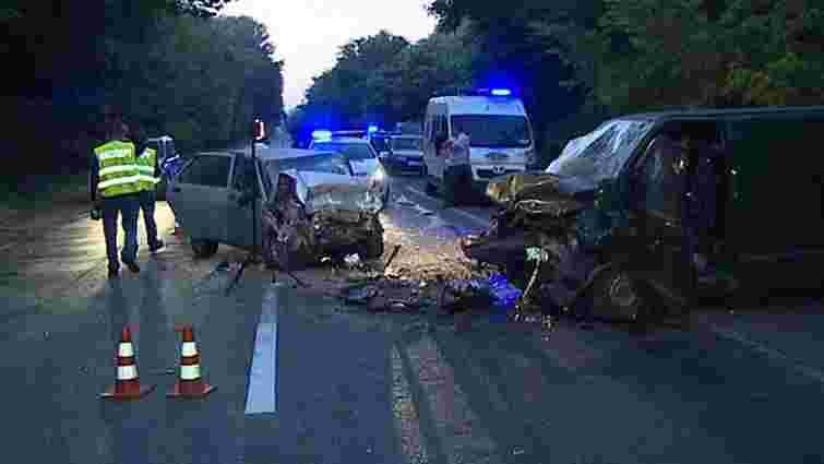 Чотири людини загинули ДТП з мікроавтобусом у Вінницькій області