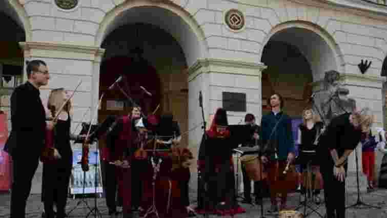 Середньовічною музикою і танцями розпочалася 13-та «Ніч у Львові»