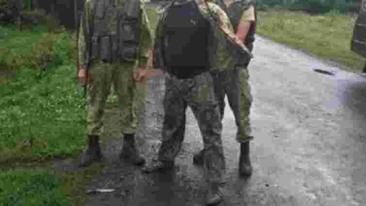 На кордоні зі Словаччиною троє п'яних чоловіків погрожували прикордонникам ножем
