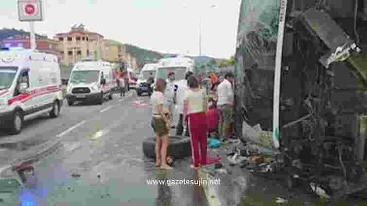 У Туреччині перекинувся автобус з дитячим ансамблем з Грузії