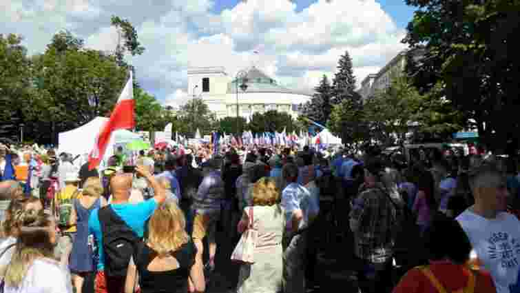 У Варшаві громадяни вийшли на масовий протест проти судової реформи