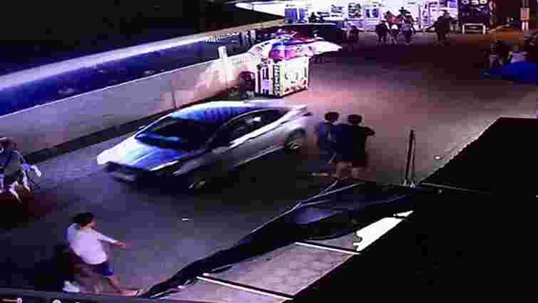 На Донеччині п'яний водій в'їхав у групу людей і збив жінку
