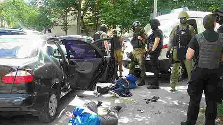 У Вінниці злочинці здійснили збройний напад на ювелірний магазин і поранили охоронця