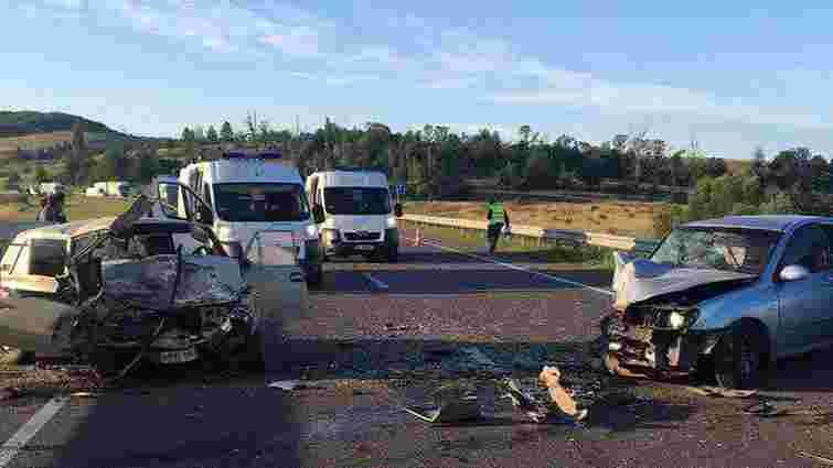 Внаслідок ДТП біля Олеська один пасажир загинув та четверо людей госпіталізовані