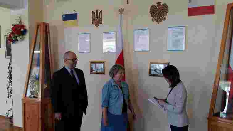 Комітет польського Сейму зібрав гроші на ремонт пошкодженої внаслідок підпалу школи у Мостиськах