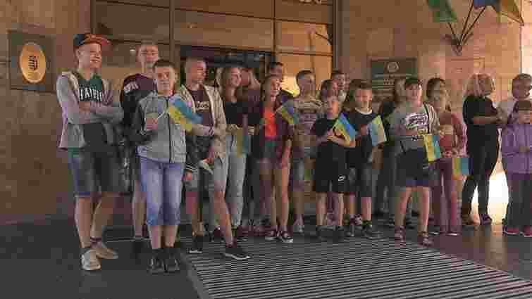 Зі Львова на відпочинок до Угорщини відправили 20 дітей учасників АТО
