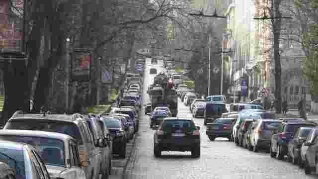 У центрі Львова цього року облаштують 133 нові місця для паркування