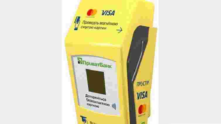 В одному з львівських трамваїв встановили термінали для оплати картками