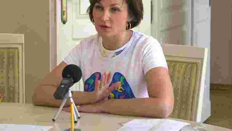 Підозрювана у хабарництві лікарка Наталія ван Доеверен повернулася на роботу