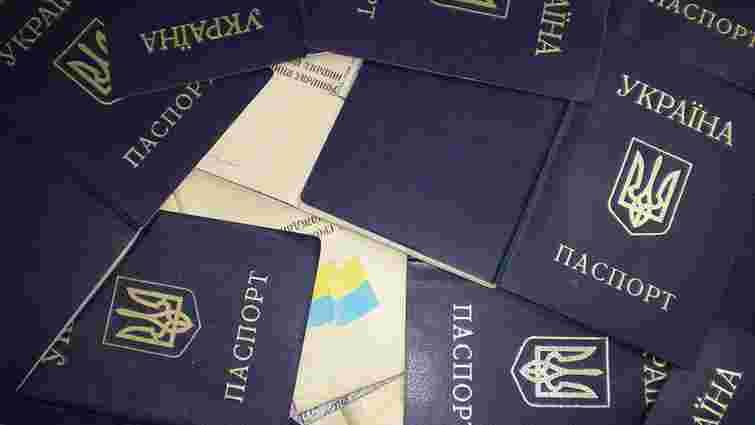 Від початку року Петро Порошенко надав українське громадянство 55 росіянам