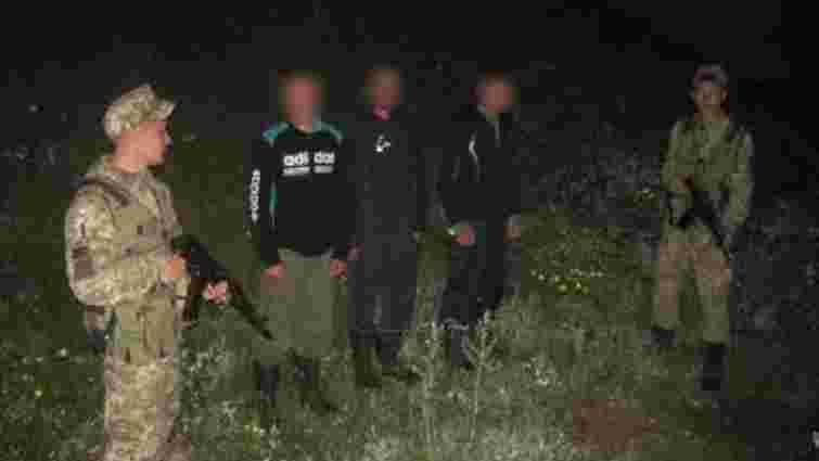 На Сумщині затримали трьох росіян, у одного з них прикордонники знайшли військовий квиток