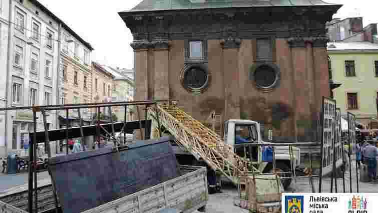 У львівській каплиці Боїмів відреставрують металеву браму