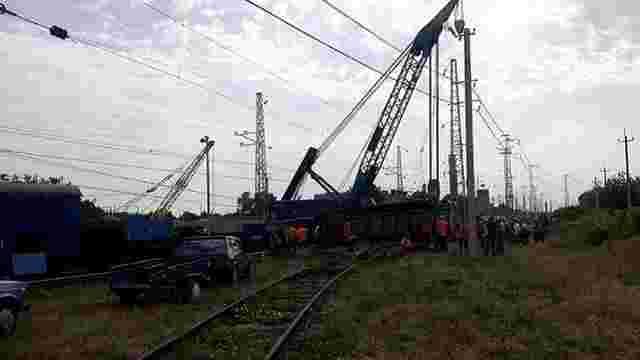 На Дніпропетровщині зійшли з рейок п'ять вагонів вантажного поїзда