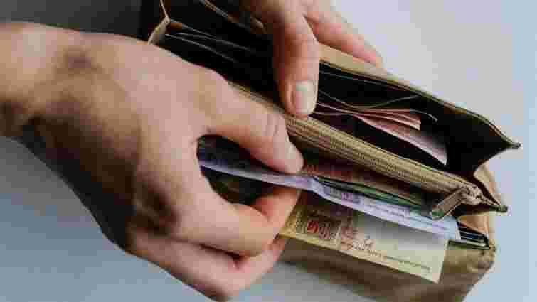 Реальна зарплата українців у червні зросла на 18,9%