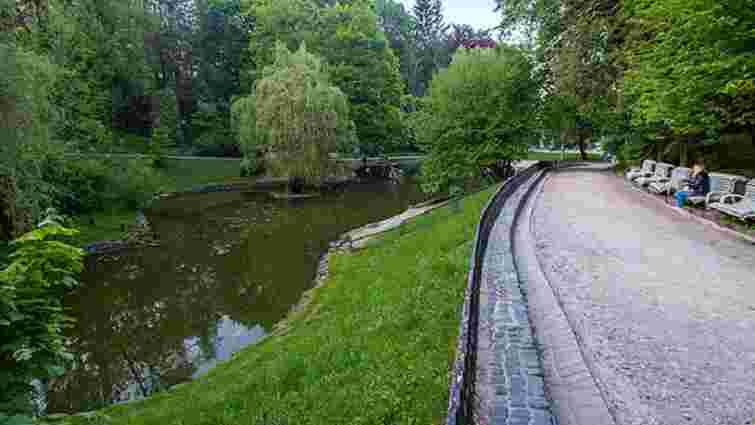 Доріжки навколо озера у Стрийському парку замостять бруківкою