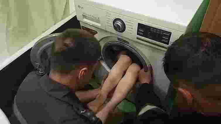 У Харкові працівники ДСНС врятували дитину, яка застрягла у пральній машині