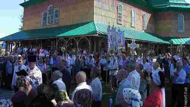 На Прикарпатті селяни звинувачують священика у крадіжці ₴700 тис