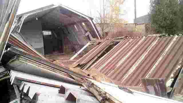 У Пустомитах внаслідок обвалу промислової будівлі загинув чоловік