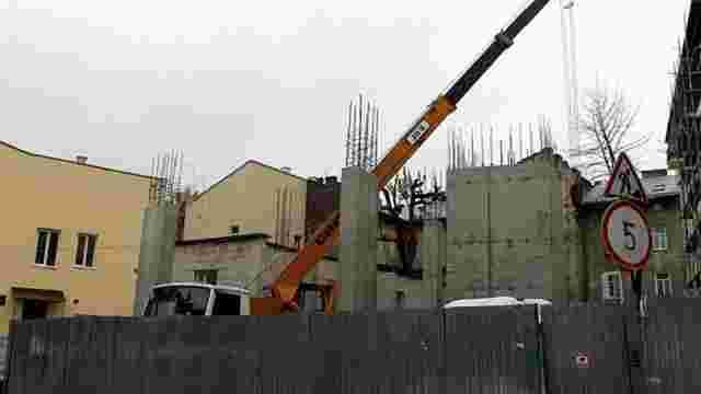 ДАБІ виявила порушення під час будівництва багатоповерхівки на вул. Судовій у Львові