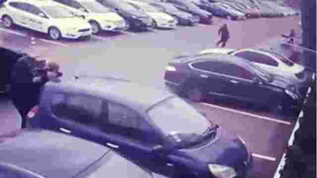 У Києві невідомі в масках викрали у чоловіка сумку з майже ₴3 млн